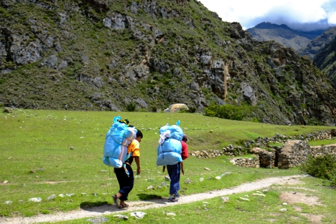 The porters just mosey along like it ain't no thang. Even with up to 25kg on their backs. These guys are the heroes of the trail.